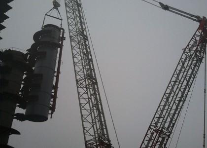 中化弘润石化吊装现场400T吊车